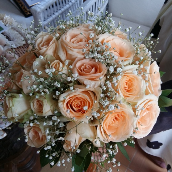 Round Bouquet -Mix rose and baby breath | Bali Vintage Florist