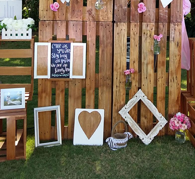 rustic photo booth bali vintage florist. Black Bedroom Furniture Sets. Home Design Ideas